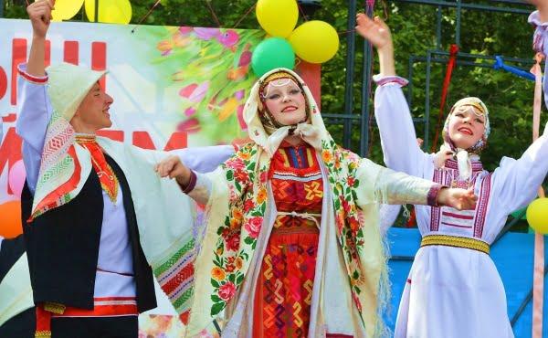 фото танцующих марийцев на празднике