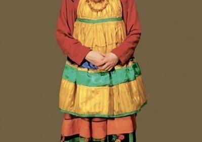 Фото девушка в полный рост в переднике