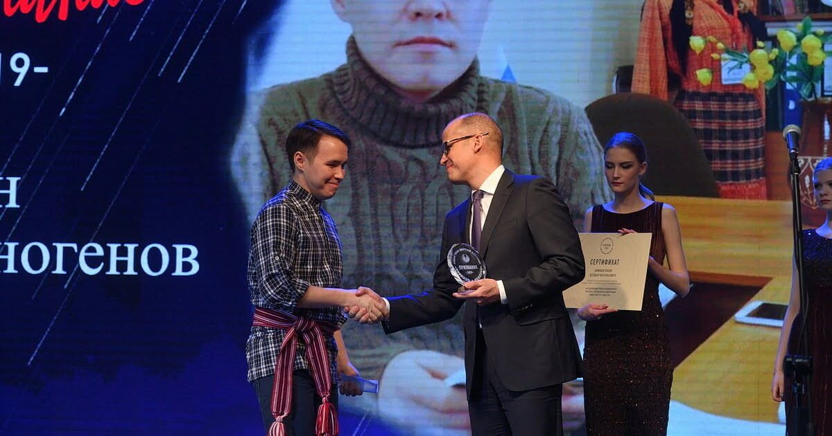 фото с вручения премии Признание 2019 Богдану Анфиногенову