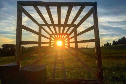 Легенды дондыдора, арт-объект, квадрат с лучами и лестницей к Солнцу