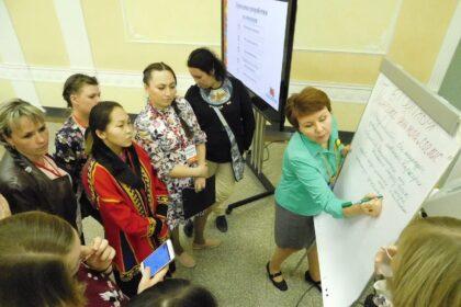 Фото Наталья Шергина презентует конкурс проектов среди НКО