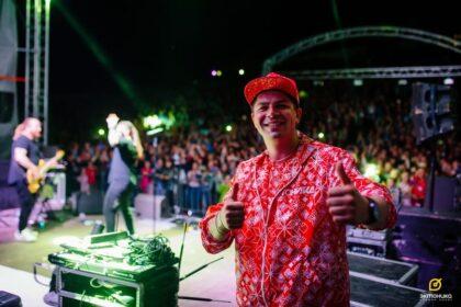 Фото Влад Горжак на концерте эктоника перед толпой зрителей