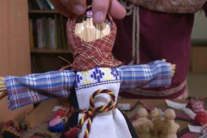 Фото кукла-скрутка в арт-школе Малая Пурга