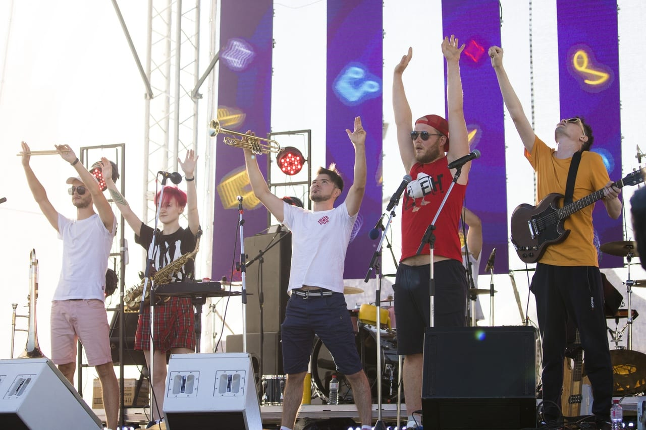 Фото на сцене фестиваля тангыра группа У ЕН