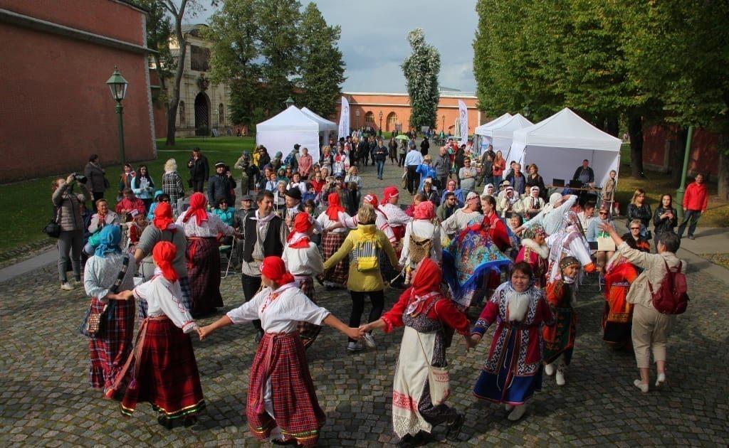 Фото хоровода на фестивале малочисленных финно-угорских народов