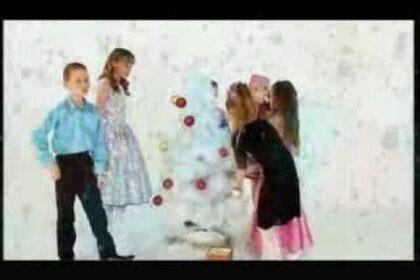 """Скриншот клипа студии """"Камали"""", песня """"Нюлэскын ми ветлыса"""""""