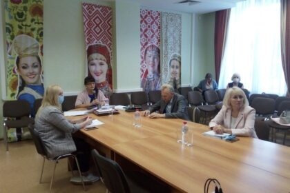 Фото заседания по государственным языкам в Доме Дружбы народов