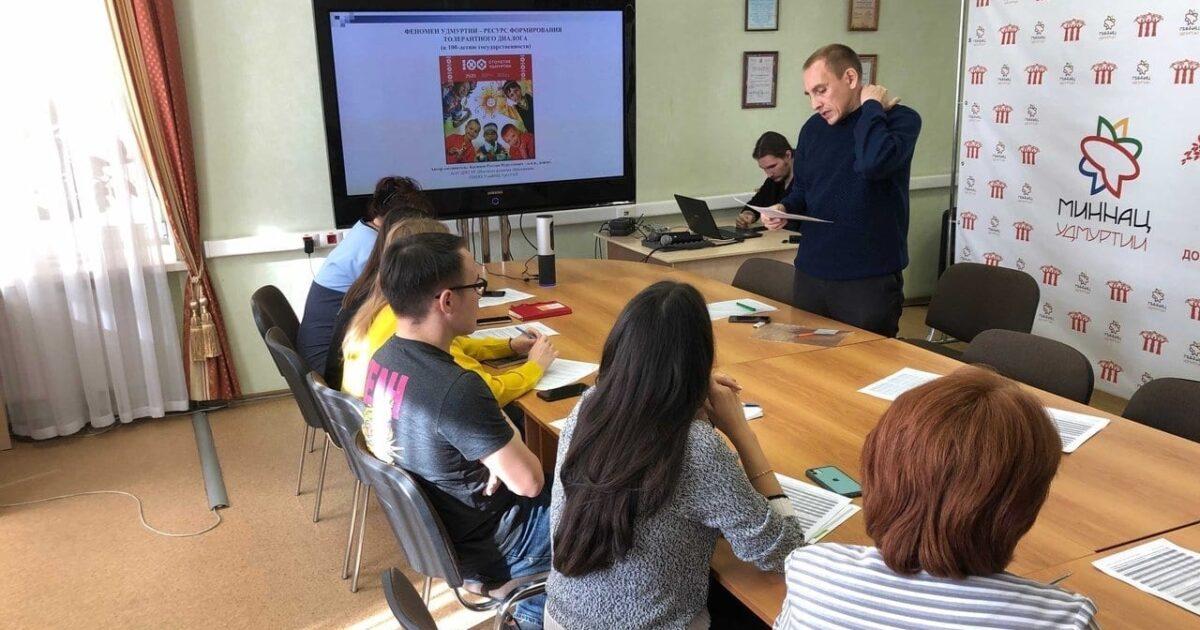 Фото участников открытой лекции по истории государственности Удмуртии