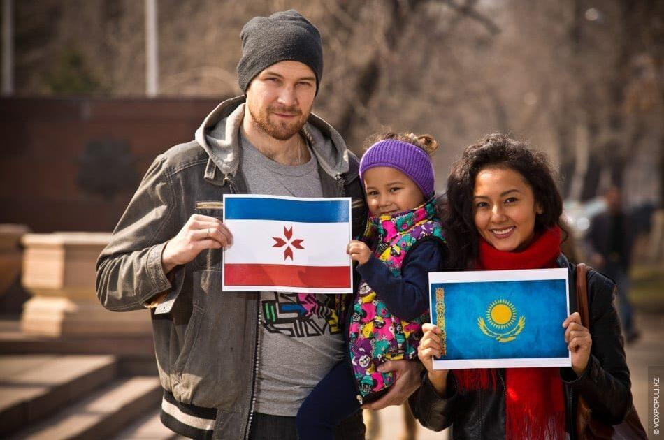 Фото мужчина мордвин и девушка казашка с общим ребёнком