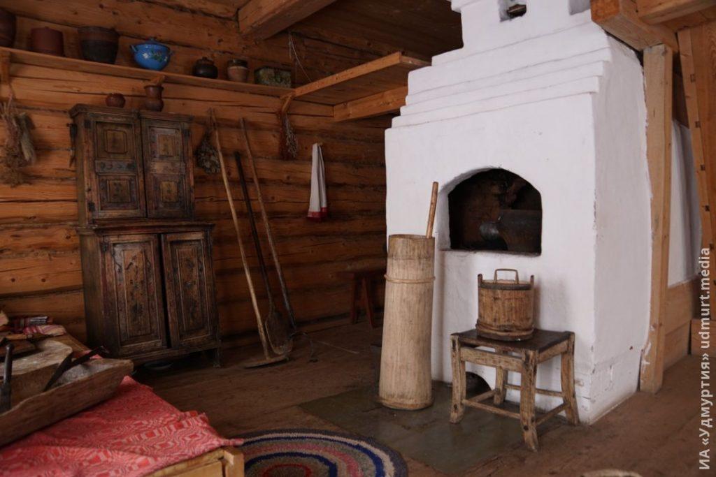 Фото русской печи в доме, музей-заповедник Лудорвай