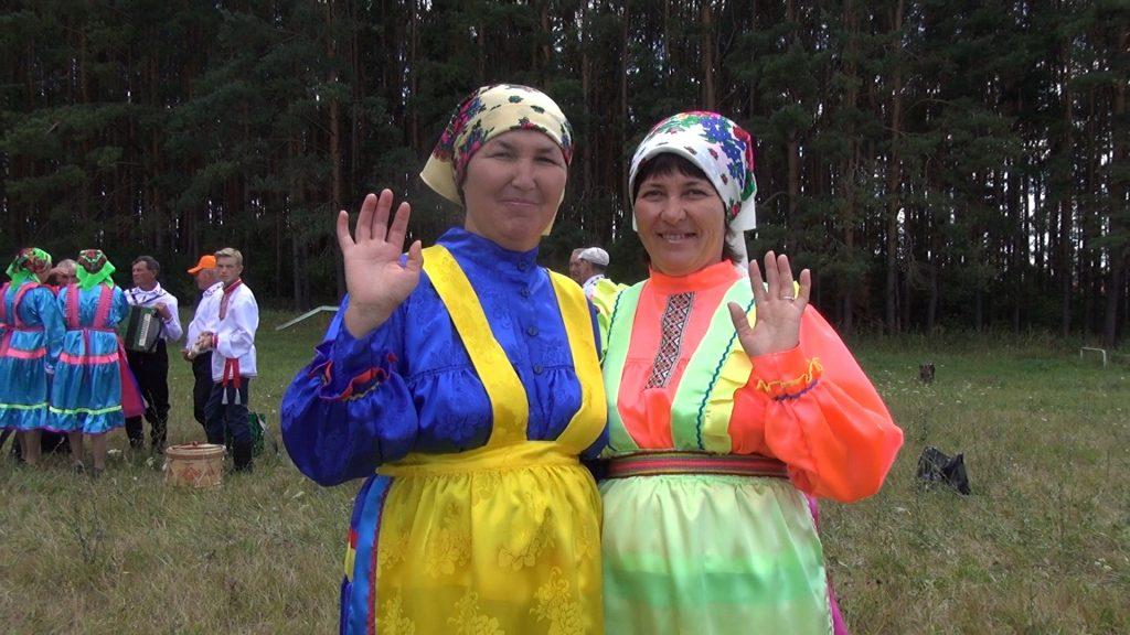 фото женщин мариек в национальных костюмах в лесу